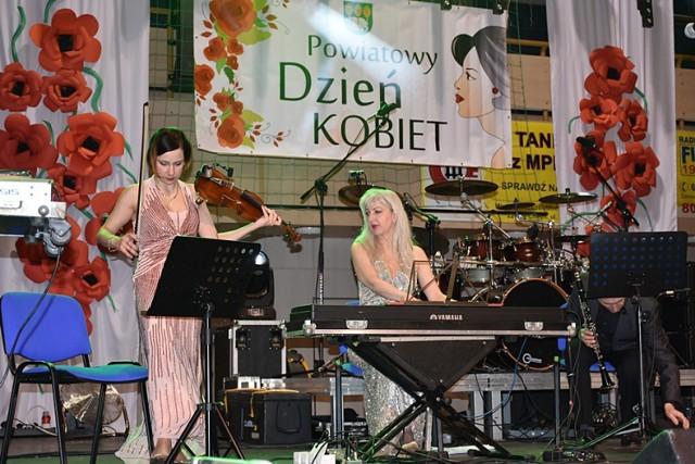 Chełm. Powiatowy Dzień Kobiet na hali MOSiR