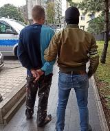 Policjanci zatrzymali dwóch sprawców brutalnego pobicia dwóch bezdomnych. Jeden z bezdomnych w ciężkim stanie trafił do szpitala