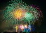 Indywidualny pokaz fajerwerków w Sylwestra? Sprawdź, co zrobić, aby uniknąć tragedii