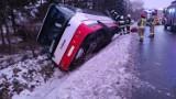 Wilczyn: Autobus wpadł do przydrożnego rowu. Wypadek na ranem