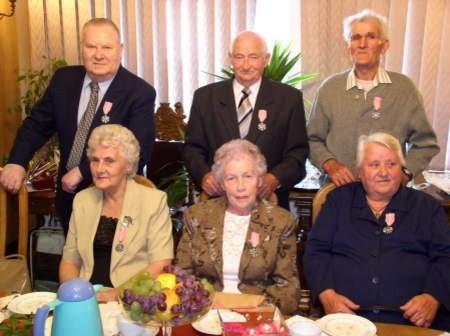 Jubilaci (na zdjęciu od lewej) Helena i Stanisław Reszkowie z Łęga, Janina i Henryk Matyjkowie z Rytla oraz Jadwiga i Wincenty Ossowscy z Rytla.