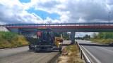 Opole. Drogowcy układają asfalt na rozbudowywanej obwodnicy piastowskiej. Kiedy nią pojedziemy? [ZDJĘCIA]
