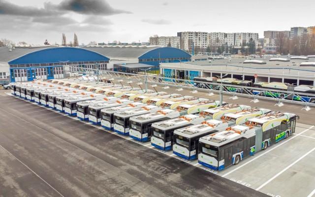 """Solaris Bus & Coach rozpoczął realizację, podpisanej w maju poprzedniego roku, umowy na dostawę 50 autobusów Urbino 18 electric dla Krakowa. Producent dostarczył właśnie pierwsze """"przegubowe elektryki"""", które wyjadą na linię nr 179."""