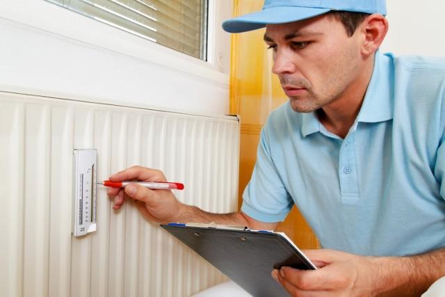 Termomodernizacja bloków i innych budynków mieszkalnych miała znacznie ograniczyć zużycie energii cieplnej – rzeczywistość okazała się jednak inna.