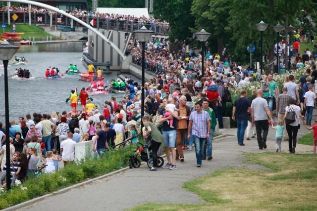 Każdego roku, podczas festiwalu nad Brdą, bawią się tłumy bydgoszczan.   Ster na Bydgoszcz 2017. Jarmark Festiwalowy na Wyspie Młyńskiej