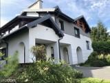 Luksusowy dom z ogrodem japońskim w centrum Jasła wystawiony na sprzedaż. Zobaczcie jak wygląda [ZDJĘCIA]