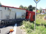 W Kłodawie doszło do wypadku. Wóz strażacki jadący do pożaru zderzył się z samochodem osobowym
