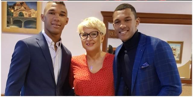 Kamil Bahar (z prawej) z mamą Beatą i bratem Błażejem - zawodnikiem MMA