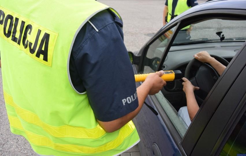39-latek z wieluńskiego miał 3,4 promila i zasnął za kierownicą. Wpadł w Sieradzu
