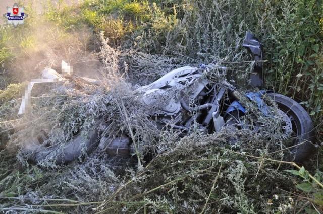 Śmiertelny wypadek koło Józefowa. Motocyklista zderzył się z kombajnem (ZDJĘCIA)