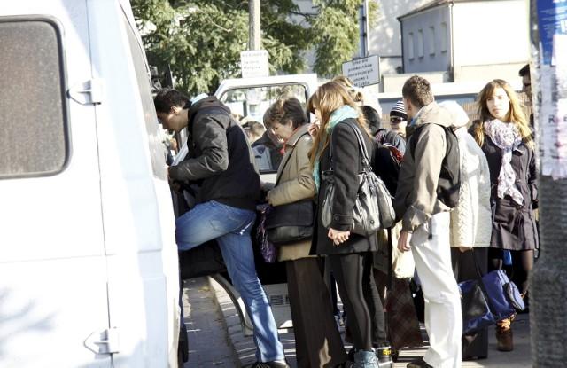 We wtorek na dworcu przy Ruskiej do busów ustawiały się długie kolejki pasażerów
