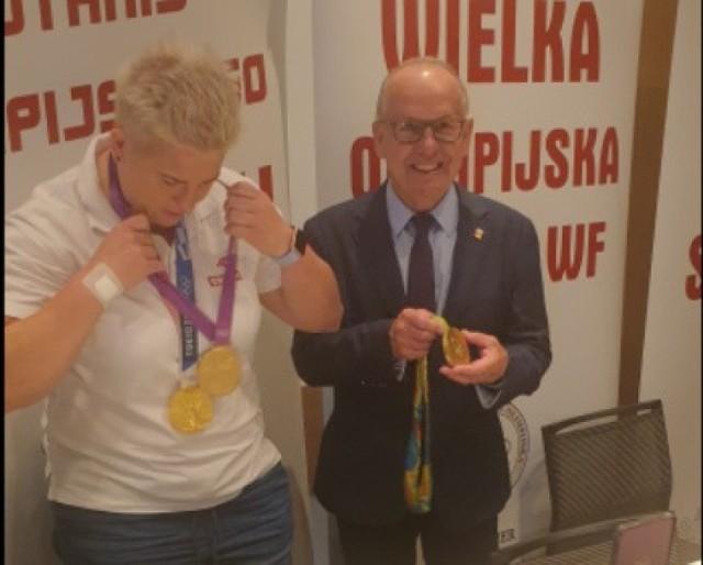 Anita Włodarczyk,  trzykrotna złota medalistka olimpijska i Mieczysław Nowicki, wiceprezes PKOl