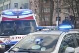 Żory: Mężczyzna spadł z dachu. Pierwszej pomocy udzielili mu policjanci. Na karetkę oczekiwano 2 godziny