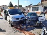 Wypadek w Praszce. Zderzenie renault z hondą na skrzyżowaniu dróg krajowych nr 42 i 45