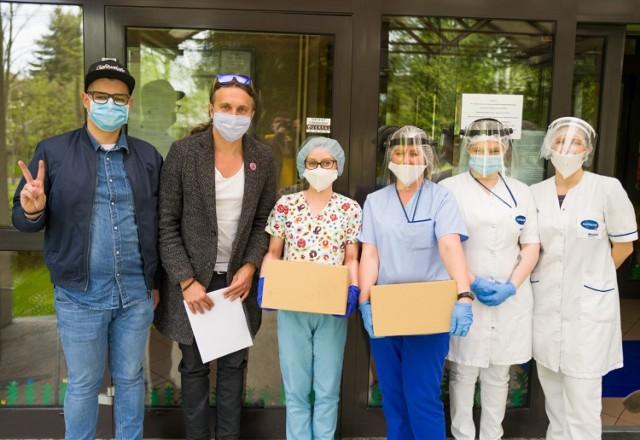 Poseł do PE Łukasz Kohut dostarczył do domów pomocy społecznej środki do dezynfekcji