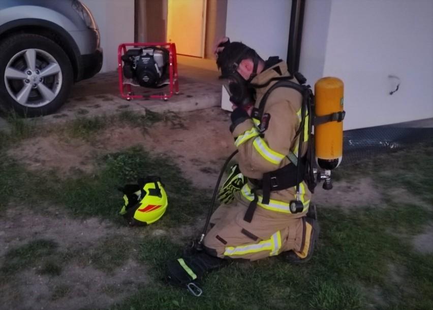 Pożar sadzy w kominie w Tuchomiu. Na szczęście strat nie było, bo w porę zadziałali strażacy