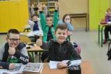 Najmłodsi uczniowie wrócili do szkół. Ich rodzice mają mieszane uczucia