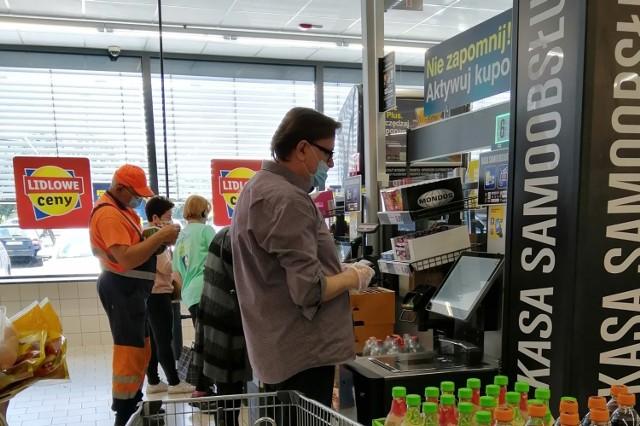 Kasy samoobsługowe w sklepach w Zduńskiej Woli. Jak korzystać? Czego nie robić?