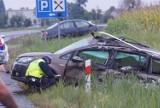 Wypadek w Stawiszynie. Samochód osobowy wjechał pod ciężarową cysternę. Dwie osoby ranne. ZDJĘCIA