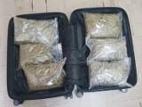 Broń palna i blisko 3 kg narkotyków w jednym mieszkaniu na blokowisku w Pile