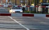 Urzędnicy obiecali bezkolizyjny przejazd przez tory na wysokości ul. Puckiej w Chyloni. Węzeł Karwiny został za to zdjęty z budżetu