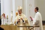 Setna rocznica urodzin Jana Pawła II w katowickiej katedrze. Abp Wiktor Skworc odprawił mszę dziękczynną
