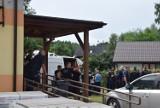 Zabójstwo w Borowcach. Znamy wstępne wyniki sekcji zwłok Sprawca strzelał kilkanaście razy, ofiary miały dziesięć ran postrzałowych