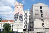 """Nowy mural w Śródmieściu zachęca do zostawienia samochodu w domu. """"Twoje auto, mój oddech"""""""