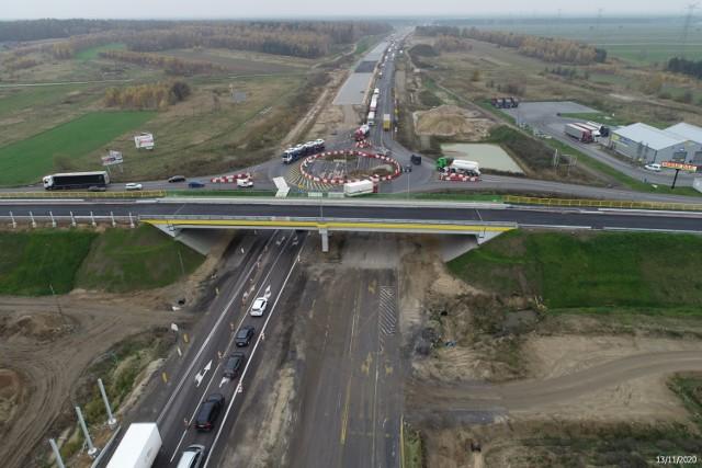 Budowa A1 w Łódzkiem. Jak postępują prace w okolicach Radomska? Najnowsze ZDJĘCIA z budowy