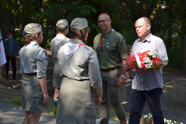 W Lipnie pod pomnikiem złożono kwiaty