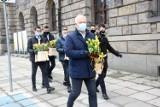 Dzień Kobiet w Legnicy, prezydent rozdawał paniom tulipany
