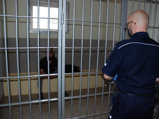 Policjanci pracujący nad sprawą rozboju, który miał miejsce 27 października tego roku w Czarnem, zatrzymali 25-letnią kobietę oraz 36-letniego mężczyznę