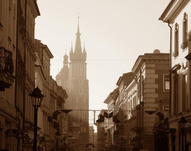 Widok na Kościół Mariacki w Krakowie, który jest znany ze złej jakości powietrza, choć pod tym względem w Polsce przodują mniejsze miasta