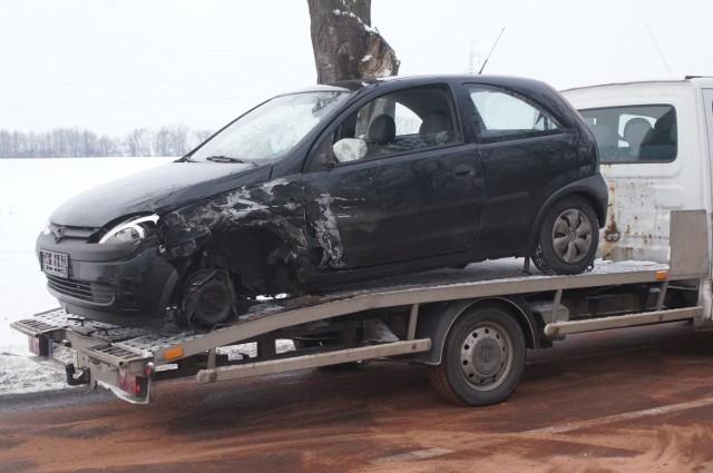 Rano, 15 stycznia, w Rożniatach na drodze wojewódzkiej nr 412 doszło do kolizji z udziałem auta osobowego i tira. W ciężarówce pękł zbiornik, z którego na jezdnię wylewało się paliwo