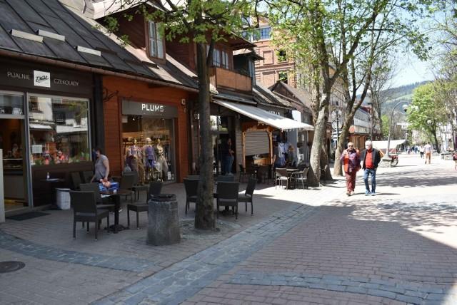 Większość zakopiańskich restauracji już działa. Kolejne otworzą się w czerwcu. Ruchu jednak za dużego wciąż nie ma