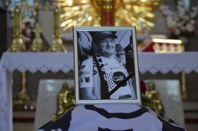 Piotr Nowak – król kibiców w blasku rac został pochowany w Zduńskiej Woli