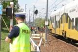 Mniej wypadków na przejazdach kolejowych. Kierowcy są uważniejsi?