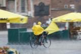 Pogoda na piątek, 25 czerwca. Będzie pochmurno. Wschodnia połowa Polski musi się liczyć z burzami [WIDEO]