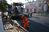 Remont ulicy Wojska Polskiego w Piotrkowie. Wylewają asfalt, wkrótce koniec przebudowy [ZDJĘCIA]