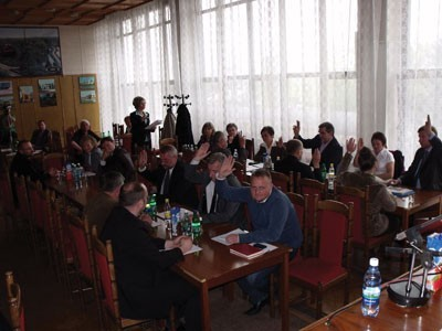Większość  radnych głosowała przeciwko udzieleniu burmistrzowi absolutorium