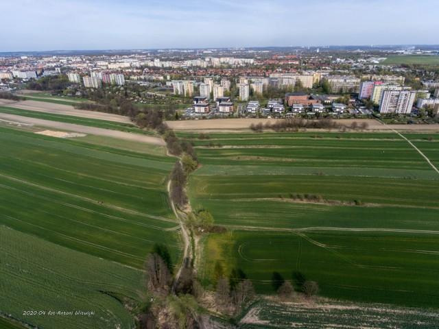Mieszkańcy nie chcą budowy dużego zbiornika w rejonie osiedla Sikornik  Zobacz kolejne zdjęcia. Przesuwaj zdjęcia w prawo - naciśnij strzałkę lub przycisk NASTĘPNE
