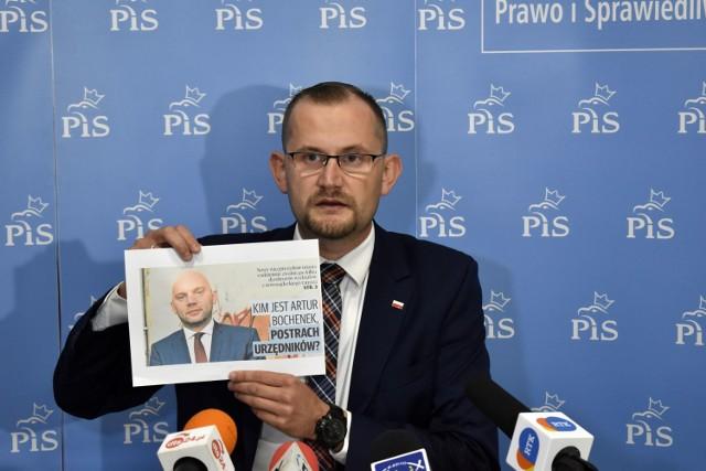 Michał Kądziołka (PiS Wybieram Nowy Sącz) domaga się przeprosin od wiceprezydenta Artura Bochenka. - Nigdy nie nawoływałem do zwolnień w Urzędzie Miasta i na takie nie będzie mojej zgody - podkreśla i zapowiada, że sprawa może mieć swój finał w sądzie