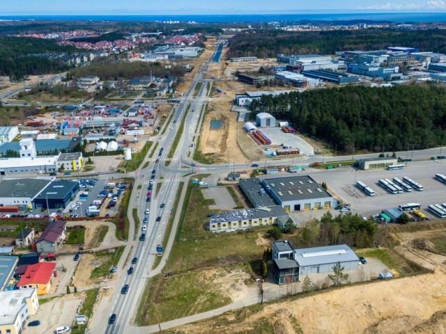 Rozbudowywany w związku z drogą ekspresową S6 węzeł Gdynia Wielki Kack będzie stanowił połączenie budowanej tzw. Trasy Kaszubskiej z istniejącą Obwodnicą Trójmiasta, a wraz z mniejszym węzłem Gdynia Nowowiczlińska będzie tworzyć tzw. węzeł zespolony.