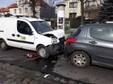 Trzy samochody zderzyły się na ul. Kasprowicza we Wrocławiu [ZDJĘCIA]