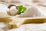 Kolejny składnik kuchenny, który wykorzystasz do pielęgnacji. W czym przyda się sól?