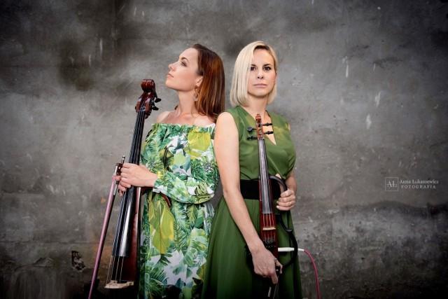 Asia Czerwińska (elektryczna wiolonczela) i Marta Lutrzykowska (elektryczne skrzypce), czyli elektryczny duet Pinky Loops pracuje już nad drugą swą płytą, na której brzmieć będą wyłącznie autorskie kompozycje bydgoskich artystek