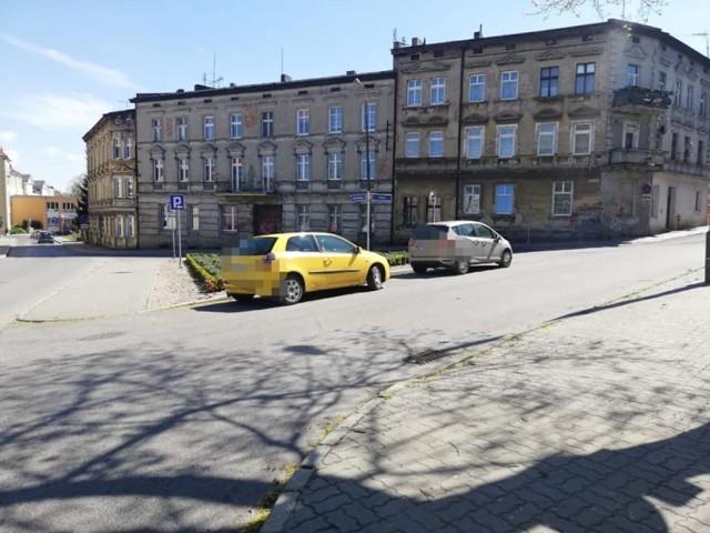 Dyżurny Straży Miejskiej w Inowrocławiu otrzymał w maju 2021 roku tego roku 414 zgłoszeń od mieszkańców miasta. Aż 148 z nich dotyczyło nieprawidłowego parkowania. Zobaczcie zdjęcia wykonane przez strażników miejskich z Inowrocławia