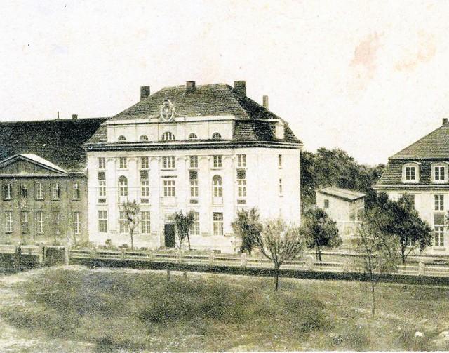 Rok 1926. Widok na gmach Banku Polskiego od strony dzisiejszej ul. Prezydenta Narutowicza.
