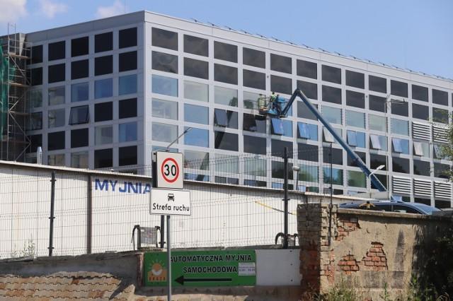 To już ostatni etap budowy supernowoczesnego Europejskiego Centrum Innowacyjnych Technologii dla Zdrowia w Zabrzu. Zobaczcie jak powstaje EHTIC Zobacz kolejne zdjęcia/plansze. Przesuwaj zdjęcia w prawo - naciśnij strzałkę lub przycisk NASTĘPNE