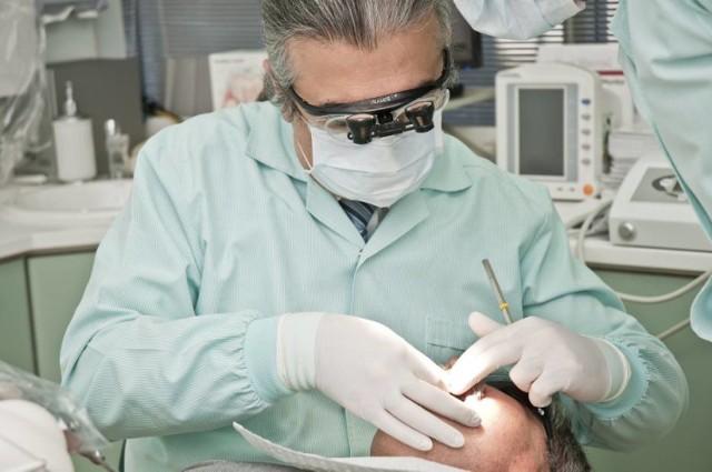Szukasz dobrego stomatologa w Będzinie? Kliknij w galerię i zobacz te propozycje > > >